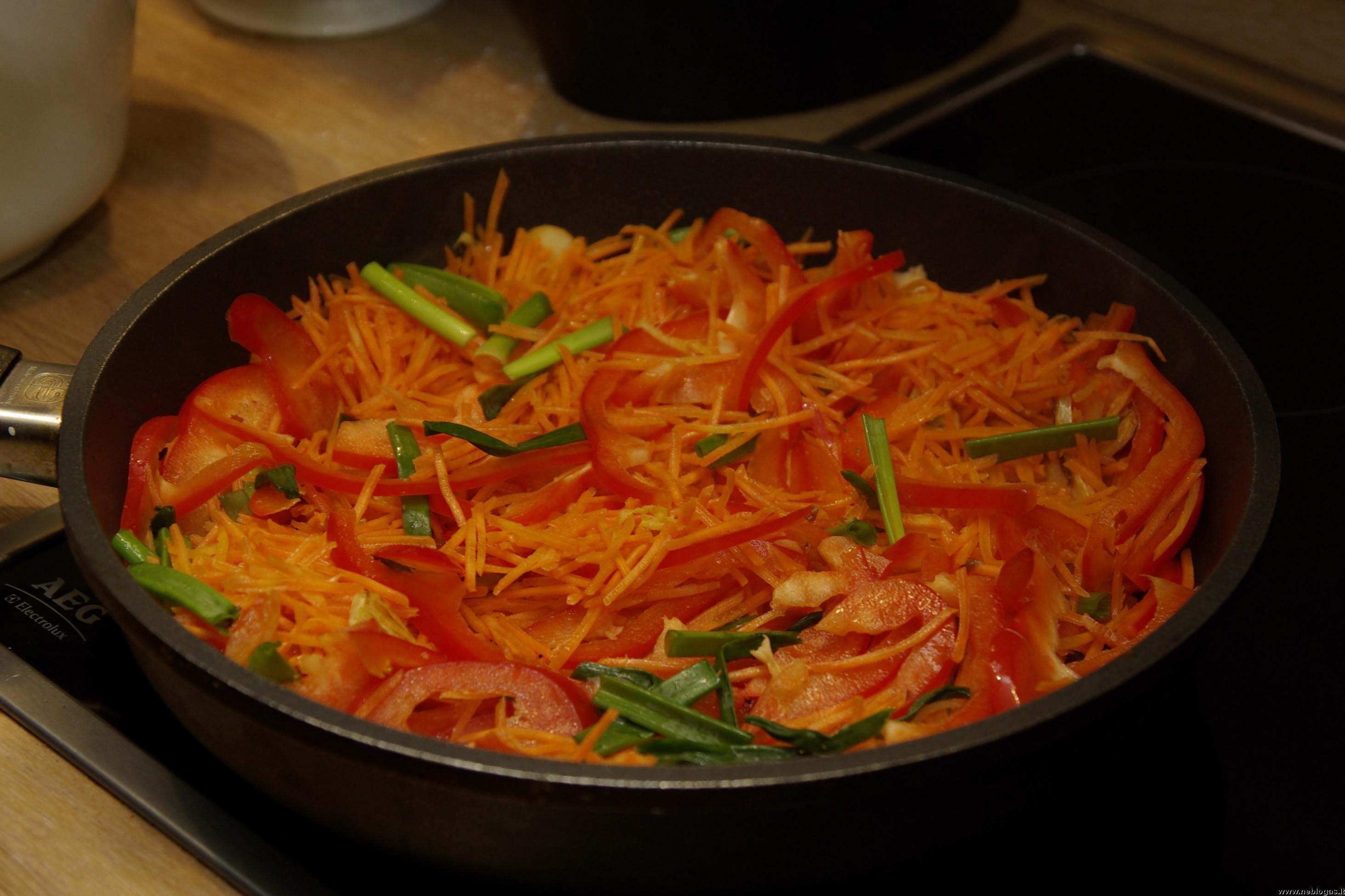 Jautiena su daržovėmis kinietiškai
