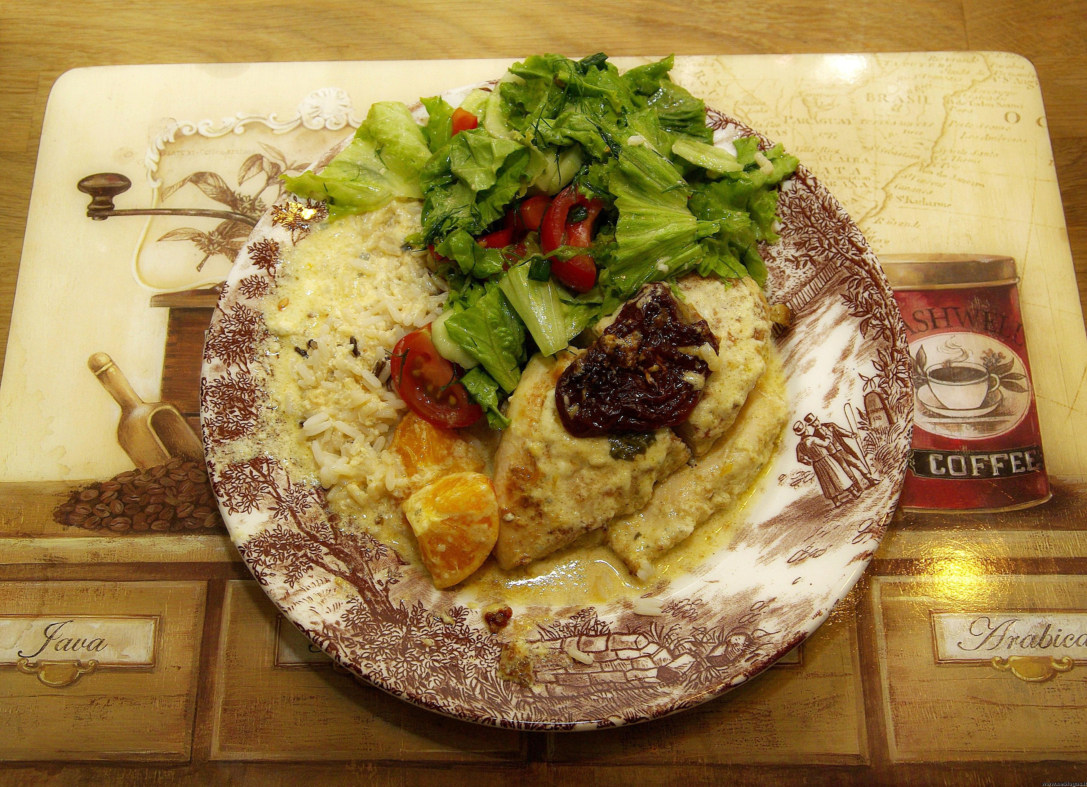Troškinta vištiena su pelėsiniu sūriu