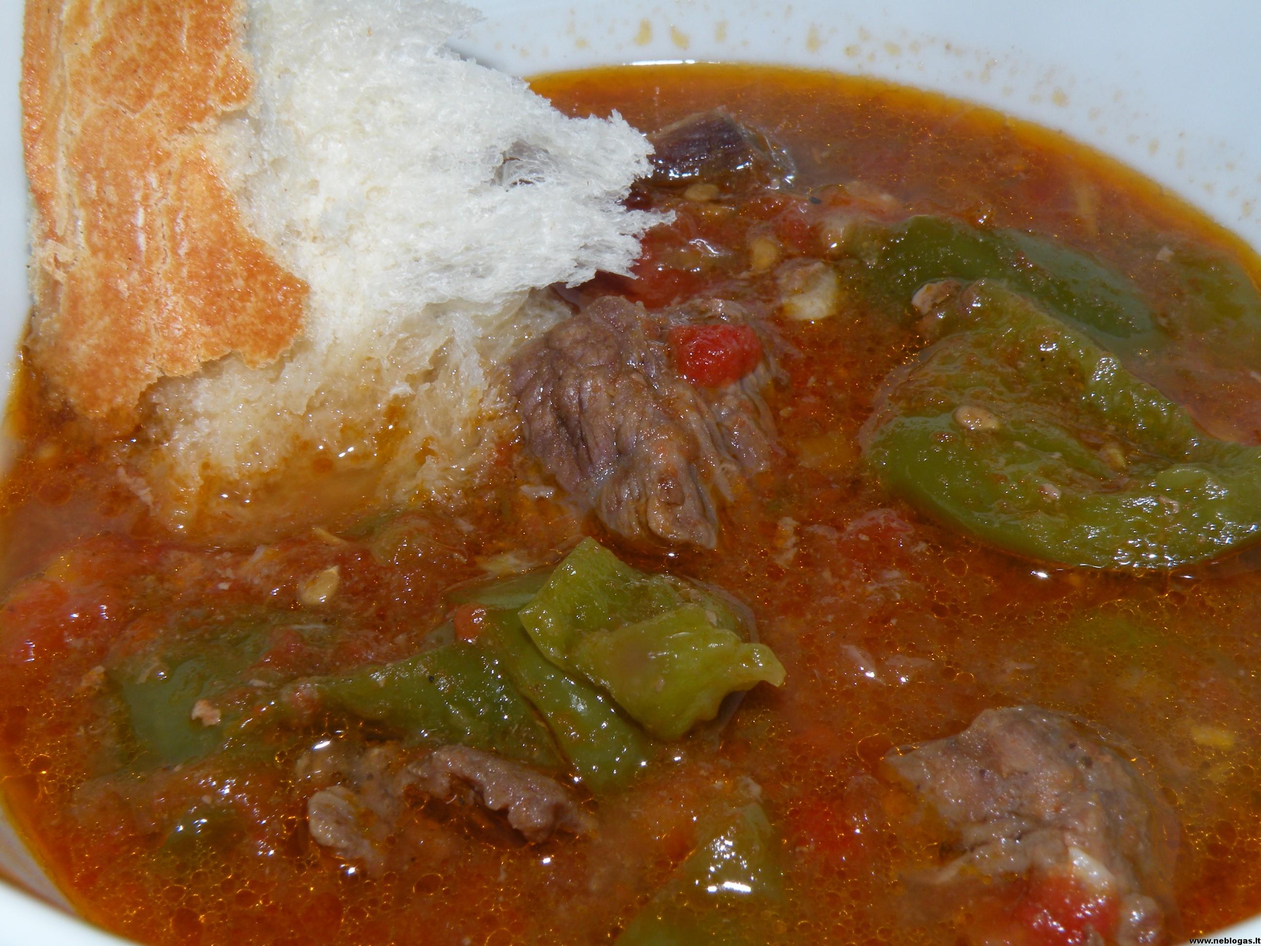 Turkiškas jautienos troškinys (Testi kebab)
